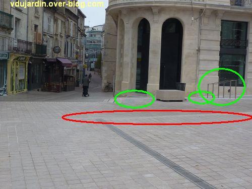 Poitiers, place d'Armes, fin novembre 2011, 3, peu mieux faire, toujours casse-gueule