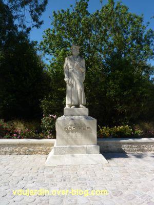 Le monument de Doriole par Georges Chaumot à La Rochelle, 1, le monument vu de loin