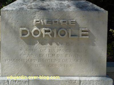 Le monument de Doriole par Georges Chaumot à La Rochelle, 2, l'inscription sur le socle