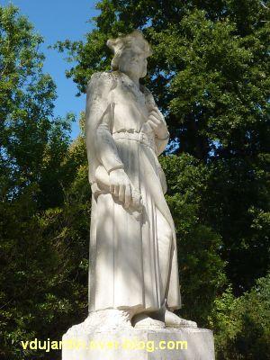 Le monument de Doriole par Georges Chaumot à La Rochelle, 4, vu de trois quarts