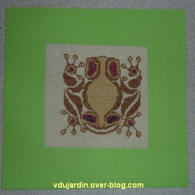 La grenouille dans son cadre en carton