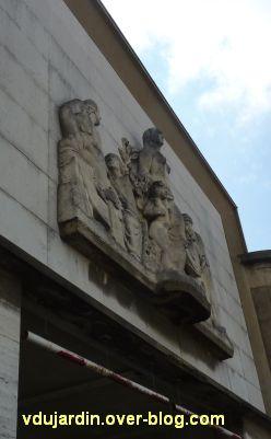 L'hôpital de Niort, 2, le relief sculpté