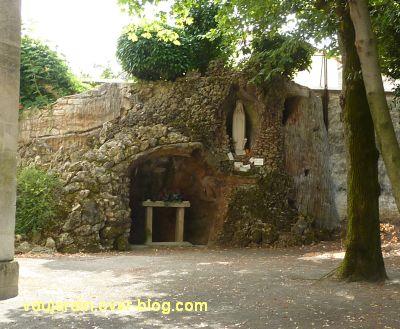 L'hôpital de Niort, 7, la grotte de Lourdes