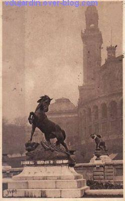 Paris, l'ancien palais du Trocadéro, carte postale ancienne, le cheval, 1