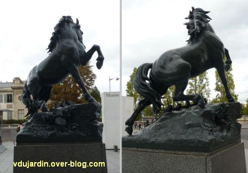 Paris, le cheval de l'ancien palais du Trocadéro, 6, deux vues du cheval fougueux