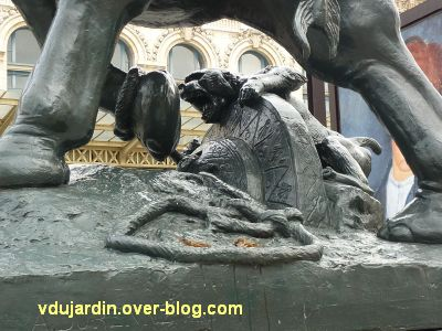 Paris, l'éléphant de l'ancien palais du Trocadéro, 7, le singe