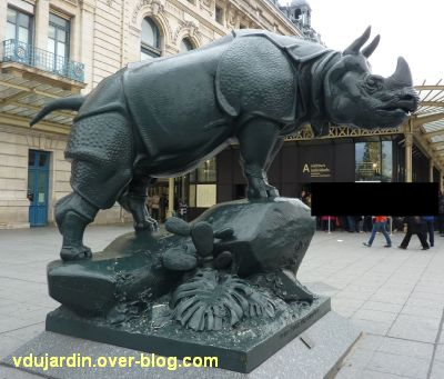 Paris, le rhinocéros de l'ancien palais du Trocadéro, 8, de profil