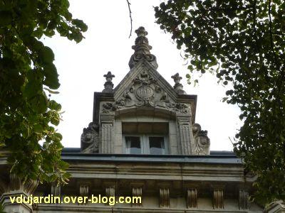 Poitiers, maison aux atlantes près de Blossac, 7, la lucarne