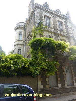 Poitiers, maison aux atlantes près de Blossac, 9, l'escalier vers l'arrière