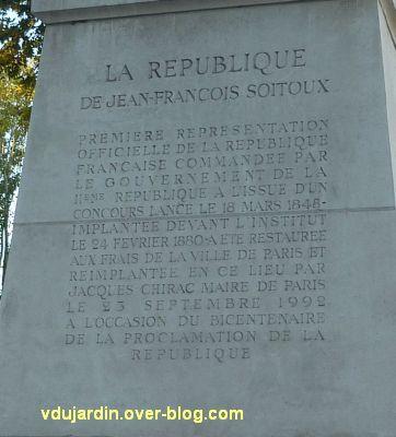 Paris, la République de Jean-François Soitoux, 3, l'inscription sur le socle