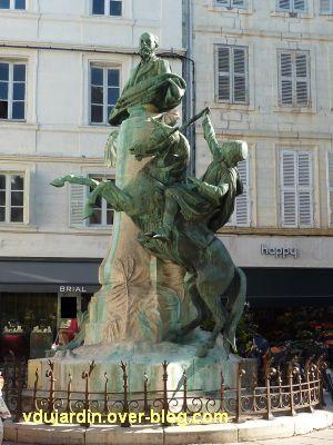 La Rochelle, monument à Fromentin par Dubois, 02, vu de près