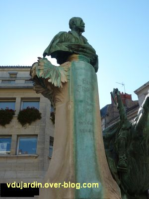 La Rochelle, monument à Fromentin par Dubois, 04, le buste sur le haut socle