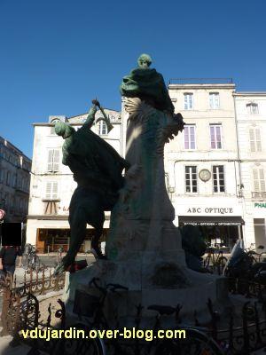 La Rochelle, monument à Fromentin par Dubois, 08, le monument vu de dos