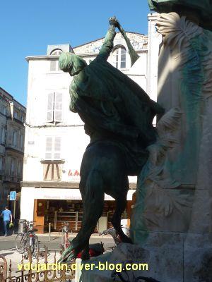 La Rochelle, monument à Fromentin par Dubois, 09, le cheval vu de dos