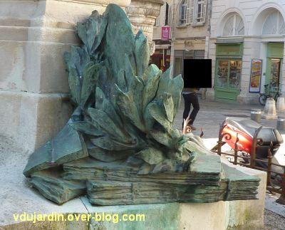 La Rochelle, monument à Fromentin par Dubois, 12, la pile de livres