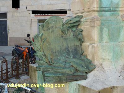 La Rochelle, monument à Fromentin par Dubois, 13, les livres vus de face