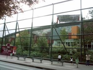 La façade sur Seine et le jardin du musée du quai Branly