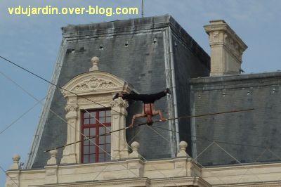 Poitiers, le 21 juin 2011, 14, le funambule sur la tête