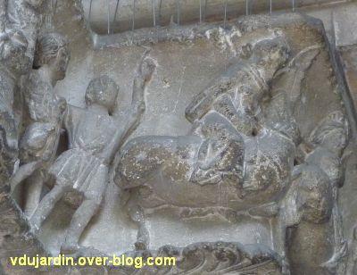 Poitiers, portail Saint-Michel de la cathédrale, gauche, 09, roi mage à cheval et peuple