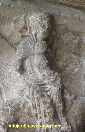 Poitiers, portail Saint-Michel de la cathédrale, gauche, 12, la vierge et l'enfant sur l'âne