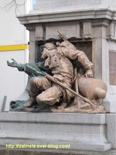 Le monument aux morts de 1870 de Poitiers, après le kärcher, le 21 février 2012 dans l'après-midi