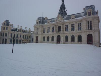 Défi photo, Poitiers en blanc, février 2012, 5, l'hôtel de ville le 5 au matin