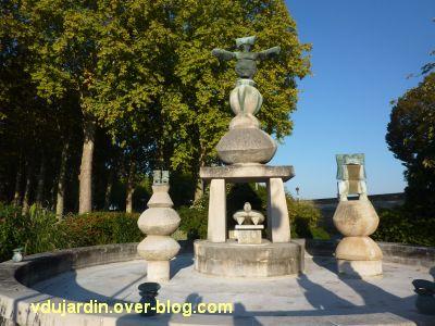 Amboise, la Fontaine de Max Ernst, 1, vue générale