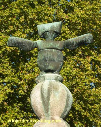 Amboise, la Fontaine de Max Ernst, 2, le génie