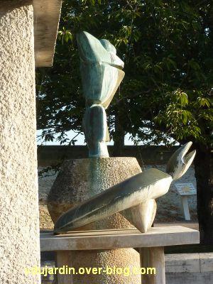 Amboise, la Fontaine de Max Ernst, 4, tortue et grenouille