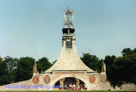 Le site de la bataille d'Austerlitz en 1993, 1, l'ossuaire