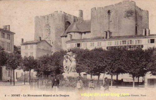 Niort, la statue d'Amable Ricard devant le donjon