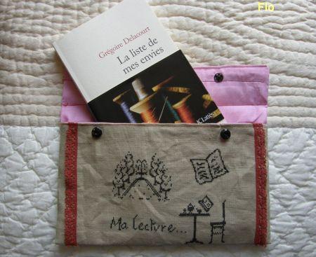 La pochette à livres pour l'anniversaire de Flo, ouverte