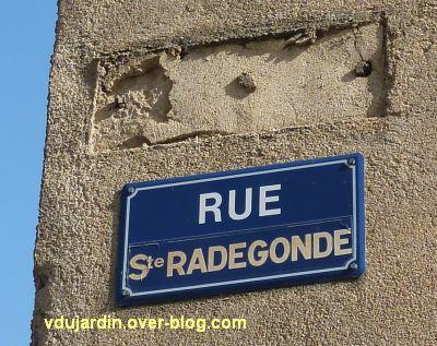 Incivilités à Poitiers, mars 2012, 5, plaque de la rue Sainte-Radegonde