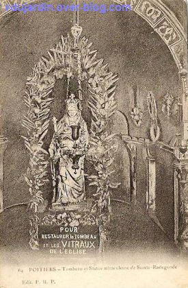 Poitiers, carte postale ancienne de Anne d'Autriche en sainte Radegonde, 6