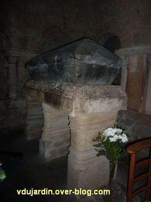 Poitiers, le tombeau de sainte Radegonde dans sa crypte