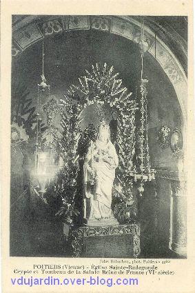 Poitiers, carte postale ancienne de Anne d'Autriche en sainte Radegonde, 5