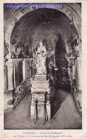 Poitiers, carte postale ancienne de Anne d'Autriche en sainte Radegonde, 2