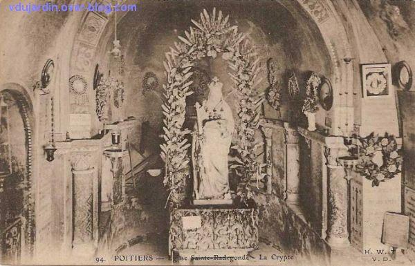 Poitiers, carte postale ancienne de Anne d'Autriche en sainte Radegonde, 1