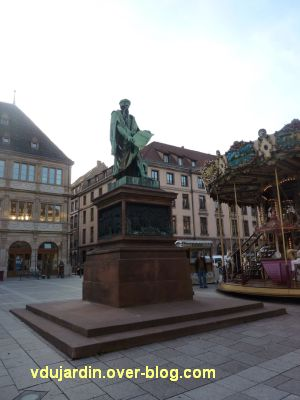 Strasbourg, monument Gutenberg, 1, vue de loin