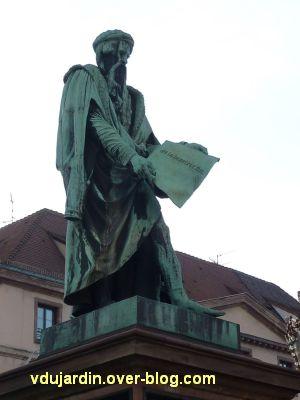 Strasbourg, monument Gutenberg, 3, vue rapprochée