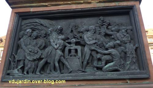 Strasbourg, monument Gutenberg, 9, le relief Afrique