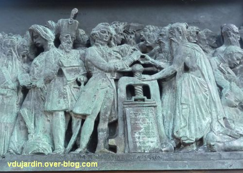 Strasbourg, monument Gutenberg, 12, le relief Asie, détail