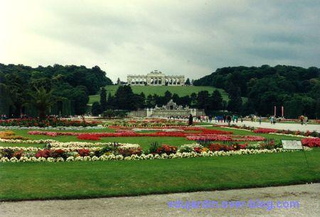 Le château de Schönbrünn à Vienne en Autriche en 1993, 1, de loin