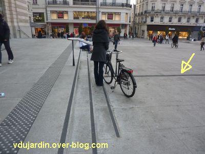 Guidage pour aveugles devant le théâtre d'Angers