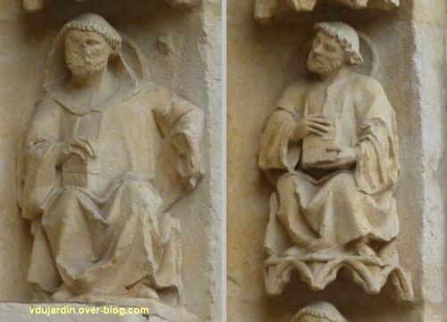 Cathédrale de Poitiers, façade ouest, portail nord, rouleau externe à droite, moines 1 et 2