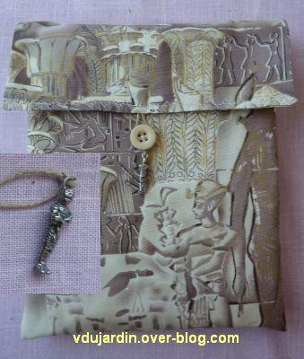 Cadeaux d'emmanuelle en mars 2012, 3, pochette à livre, verso