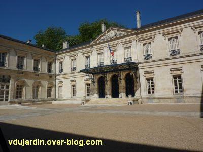 La préfecture des Deux-Sèvres à Niort, 1, le corps central