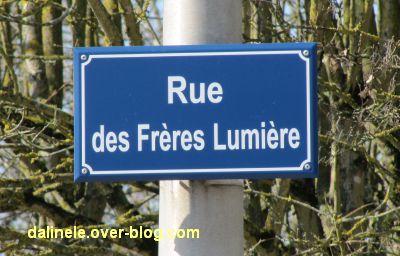 Poitiers, avril 2012, 06, plaque corrigée de la rue des Frères Lumière