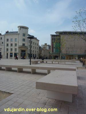 Le nouveau mobilier urbain de Poitiers, mars 2012, 06, bancs et lampadaires place d'Armes
