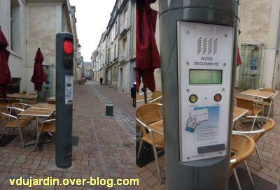Le nouveau mobilier urbain de Poitiers, mars 2012, 11, bornes